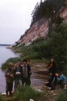Экспедиция в Архангельскую область. Вышли из пещеры и стоим у грифона