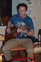 Андрей Чуличков с гитарой